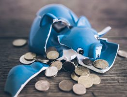what are the advantages of filing bankruptcy